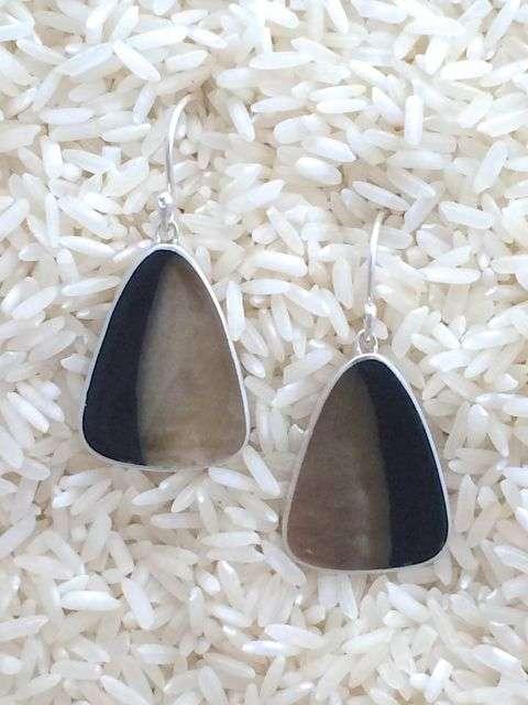 Black Lip Earrings Teardrop Medium No Stones
