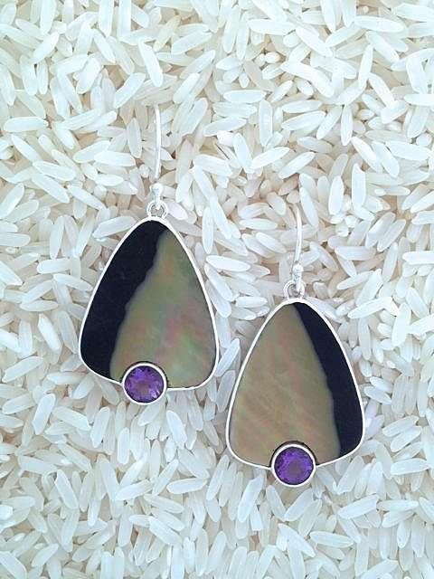 Black Lip Earrings Teardrop Medium w/ Rd Amethyst