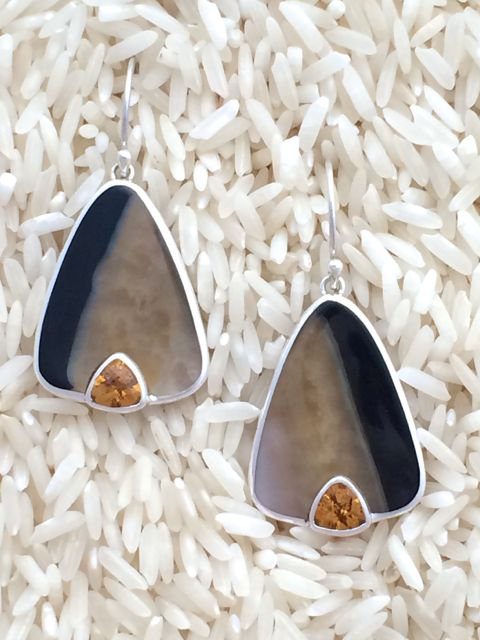 Black Lip Earrings Teardrop Medium w/ Trill Citrine