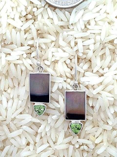 Black Lip Earrings Rectangular X-Small w/ Trill Peridot