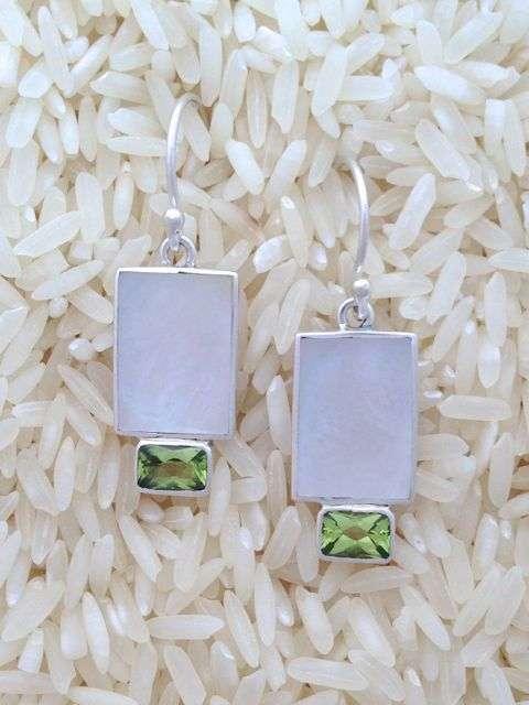 Mother-of-Pearl Earrings Rectangular X-Small w/ Peridot