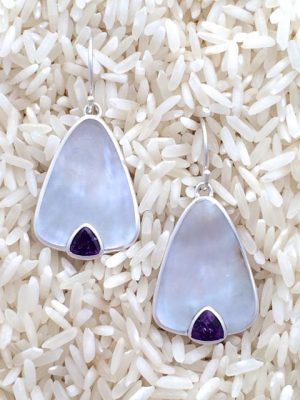 Mother-of-Pearl Earrings Teardrop Medium w/ Trill Amethyst
