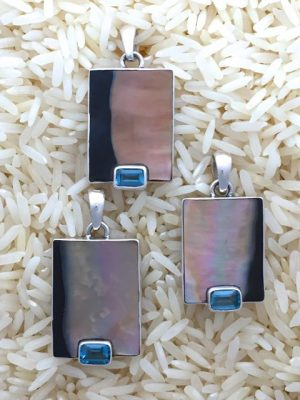 Black Lip Pendant Rectangular Small w/ EC Blue Topaz