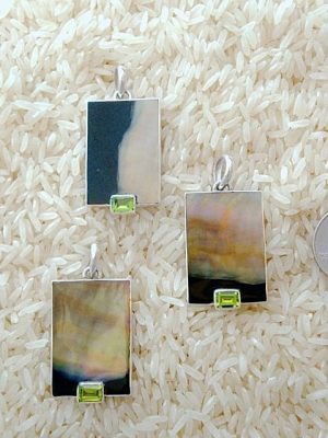 Black Lip Pendant Rectangular Small-Medium w/ EC Gemstone
