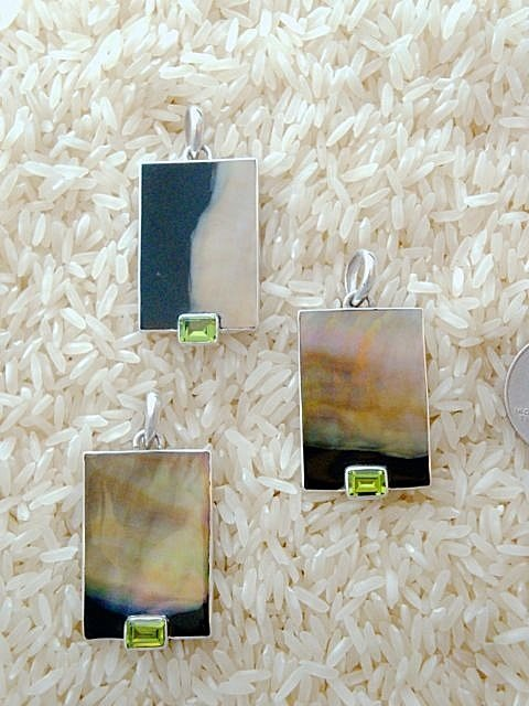 Black Lip Pendant Rectangular Small-Medium w/ EC Peridot