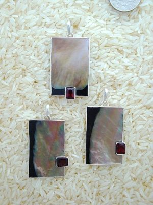 Black Lip Pendant Rectangule Large w/ EC Garnet