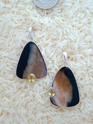 Black Lip Pendant Teardrop Medium w/ Oval Gemstone