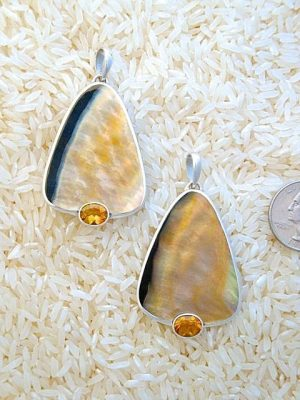 Black Lip Pendant Teardrop Large w/ Oval Citrine