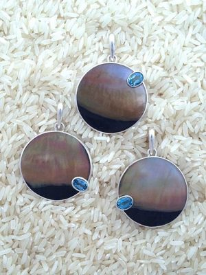 Black Lip Pendant Round Large w/ Oval Blue Topaz