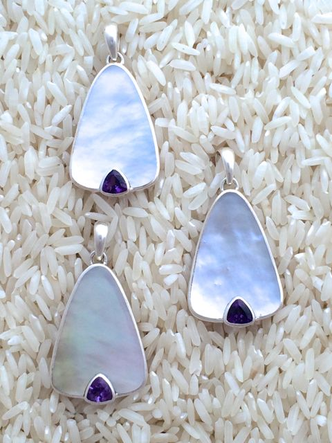 Mother-of-Pearl Pendant Teardrop Small-Medium w/ Trill Amethyst