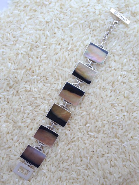 Black Lip Bracelet Rectangular 6-Links No Stones
