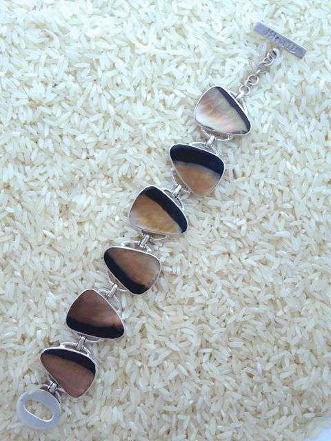 Black Lip Bracelet Teardrop 6-Links No Stones
